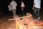Bị truy bắt gỗ lậu, lâm tặc dùng dao uy hiếp kiểm lâm
