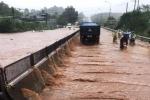 Sau cơn mưa lớn, quốc lộ 1A qua Đồng Nai hỗn loạn