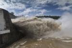 Mưa lớn tiếp tục bao trùm miền Bắc, thủy điện Hòa Bình, Sơn La, Tuyên Quang đồng loạt xả lũ