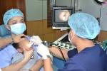 Viên bi nhựa nằm sâu trong hốc mũi của bé trai 4 tuổi