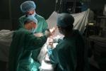 Hơn 5 giờ nối bàn tay cho thanh niên bị chém khi đưa người đi cấp cứu