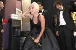 Lady Gaga khóc nức nở trong hậu trường sau khi đoạt giải Oscar