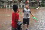 Trao nhầm con 6 năm ở Hà Nội: Hai con quây quần bên mẹ