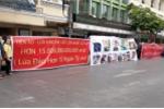 Dân Sài Gòn treo băng rôn tố đường dây 'lừa đảo bằng tiền ảo hơn 15 nghìn tỷ đồng'