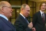 Tổng thống Putin hát cùng sinh viên đại học Quốc gia Matxcơva