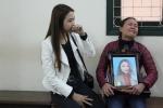 Video: Xét xử ca sỹ Châu Việt Cường, người thân nạn nhân mang di ảnh đến tòa khóc nức nở