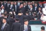 Video cận cảnh: Chủ tịch Kim Jong-un vẫy tay chào báo giới khi đến ga Đồng Đăng