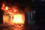 Nhà dân bốc cháy dữ dội mùng 5 Tết