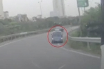 Nhìn thấy CSGT, tài xế taxi liều mạng đi lùi trên cao tốc Pháp Vân - Cầu Giẽ