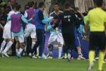 'Phó tướng' đội Bosnia đấm gẫy răng cầu thủ Hy Lạp