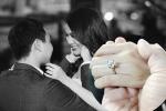 Bạn trai tặng Lan Khuê nhẫn kim cương khi quỳ gối cầu hôn