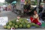 Bưởi da xanh, cam sành giá bèo đồng loạt 'xuống đường' ở Sài Gòn