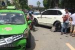 Clip: Siêu xe Bentley vượt ẩu bị xe taxi đâm gẫy trục bánh sau
