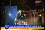 Xe tải chở bia lật úp dưới chân cầu Sài Gòn