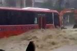 Kinh hoàng cảnh lũ cuồn cuộn đổ về, biến phố thành sông ở Quảng Ninh