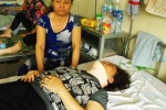 Đau xót cảnh con trai giữ mẹ cho bố đánh đến gãy cổ
