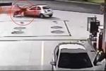 Clip: Khách hàng nhanh trí bắt cướp ngoạn mục ở trạm xăng