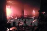 Cháy hàng loạt cửa hàng trong đêm