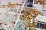 Thôi miên, lừa đảo tiệm vàng chiếm đoạt hàng chục tỷ đồng trong nháy mắt