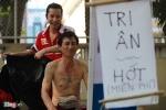 Cảm động chàng Việt kiều mở 'tiệm' cắt tóc miễn phí cho người nghèo