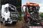 Clip: Kinh hoàng xe khách đâm xe đầu kéo, 2 tài xế thương vong