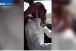 Nổi da gà với trò nhét rắn hổ mang vào người của dân chơi Ả Rập