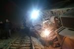 Cố tình vượt đường sắt, container văng hàng chục mét, tàu hoả lật nghiêng