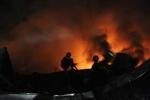 TP.HCM: Khu xưởng rộng 2.500 m2 bốc cháy nghi ngút trong đêm