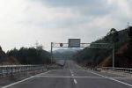 'Cò mồi' dụ xe xé rào thu phí trên cao tốc Nội Bài - Lào Cai