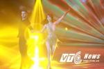 Ngọc Trinh nhảy múa thu hút sự chú ý của khán giả