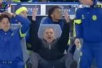 Mourinho 'cười mỉa mai' khi trọng tài không thổi penalty