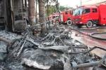Gần 1.000 người chữa cháy cây xăng giữa thủ đô