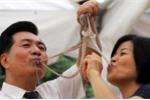 Video: Thưởng thức đặc sản bạch tuộc sống nức danh ở xứ sở kim chi
