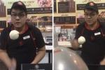 Clip: Anh chàng bán kem trổ tài tung hứng đẹp mắt 'hút' khách hàng