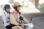 Sĩ tử gặp tai nạn, CSGT dùng xe chuyên dụng chở đến trường thi