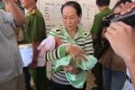Bé sơ sinh bị bắt cóc: Hạnh phúc vỡ òa khi thấy con