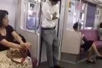 Clip: Ngủ đứng trên tàu điện ngầm và cái kết bất ngờ