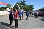 Sinh viên tình nguyện đẫm mồ hôi, đội nắng cùng sĩ tử