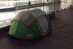 Dựng lều cắm trại chờ mua iPhone 6S