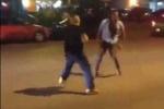 Xôn xao clip ca sỹ đánh gục phóng viên trên phố