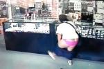 Clip: 'Nữ quái' gặp sự cố ngượng chín mặt trong lúc cướp