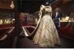 Cận cảnh lễ phục xa hoa của nữ hoàng Elizabeth II