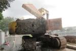 TP.HCM: Đang thi công, xe cẩu bốc cháy dữ dội