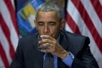 Clip: Ông Obama uống nước nhiễm chì đã lọc để chứng minh an toàn