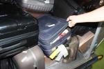 Bắt 2 nhân viên bốc xếp trộm điện thoại của hành khách tại sân bay Nội Bài