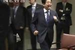 Video: Thủ tướng Nhật chạy vội đến bắt tay Tổng thống Nga