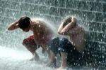 Áp thấp nhiệt đới gây mưa lớn ở miền Trung