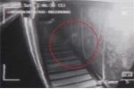 Clip: Rợn người 'bóng ma' bí ẩn đi dọc hành lang trong quán bar
