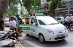 Xe taxi ngang nhiên 'bức tử' đường phố thủ đô