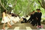 Nữ sinh Trung Quốc diện váy cưới trong bộ ảnh kỷ yếu 'bá đạo'